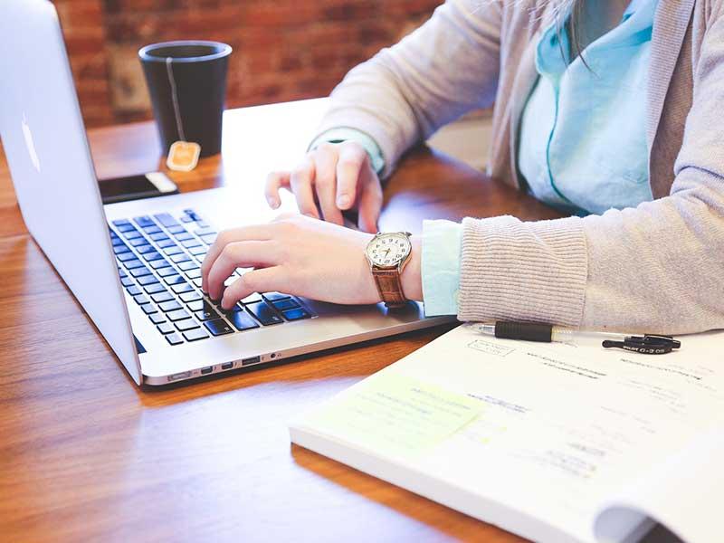 Le devis est le premier contact d'une entreprise avec son client. Mais en établir un personnalisé rapidement est compliqué. Voici alors nos astuces pour vous aider.